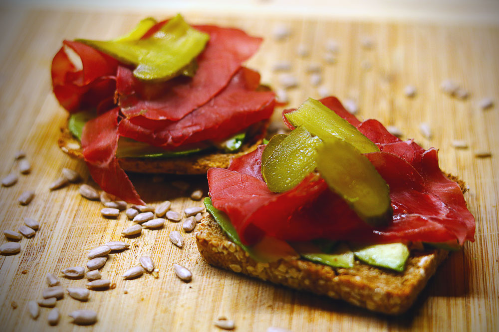all-the-somethings-avocado-bresaola-brot-somethingdelicous